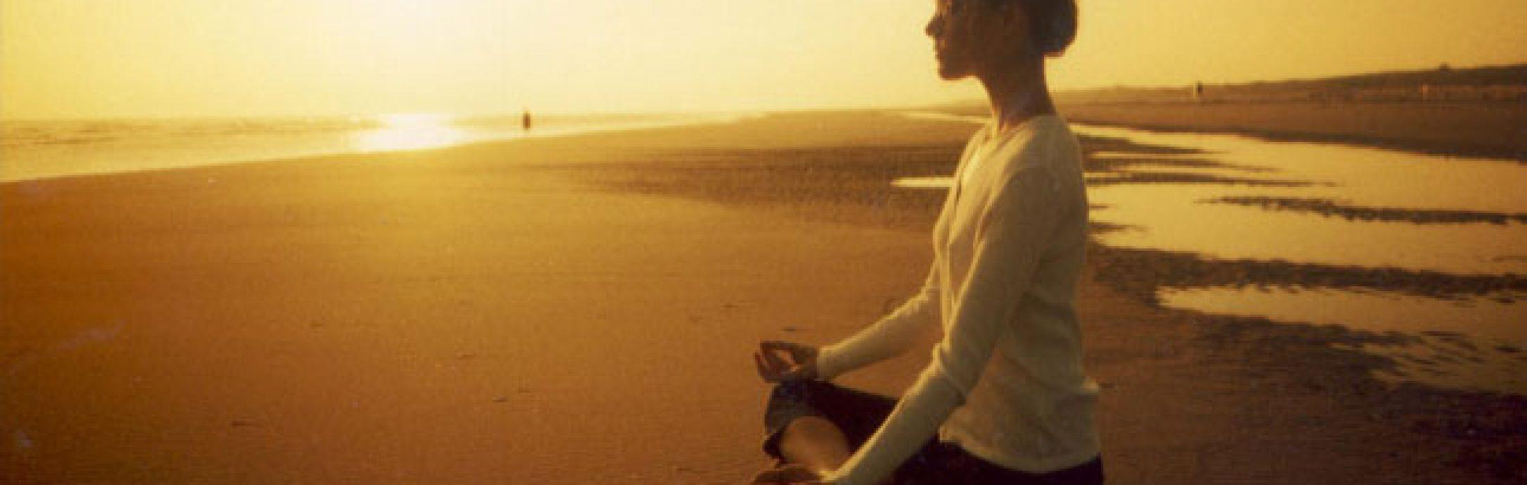 Sentada-en-la-playa